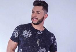 Cantor sertanejo Jota morre após carro bater em árvore em rodovia de MS