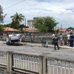 acidente colisao epitacio pessoa - Acidente grave: motociclista e garupa são arremessados de viaduto após colisão com carro, em João Pessoa - VEJA VÍDEO