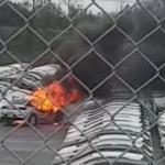 chevrolet pegando fogo 1568818133609 v2 900x506 - NOVO ONIX PLUS: Veículo pega fogo em manobra no pátio da GM no RS - VEJA VÍDEO