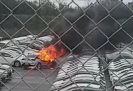 NOVO ONIX PLUS: Veículo pega fogo em manobra no pátio da GM no RS – VEJA VÍDEO