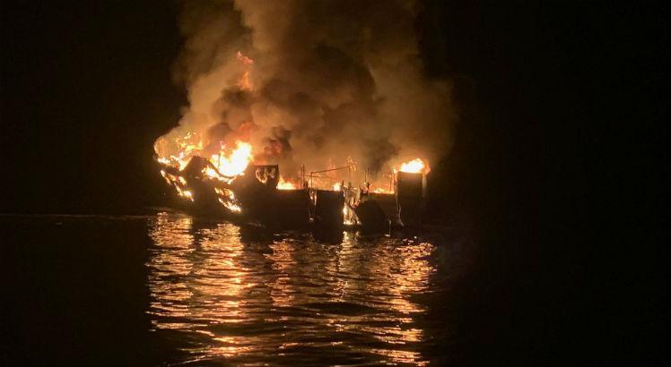 fogo - URGENTE: Incêndio em embarcação deixa pelo menos 25 mortos
