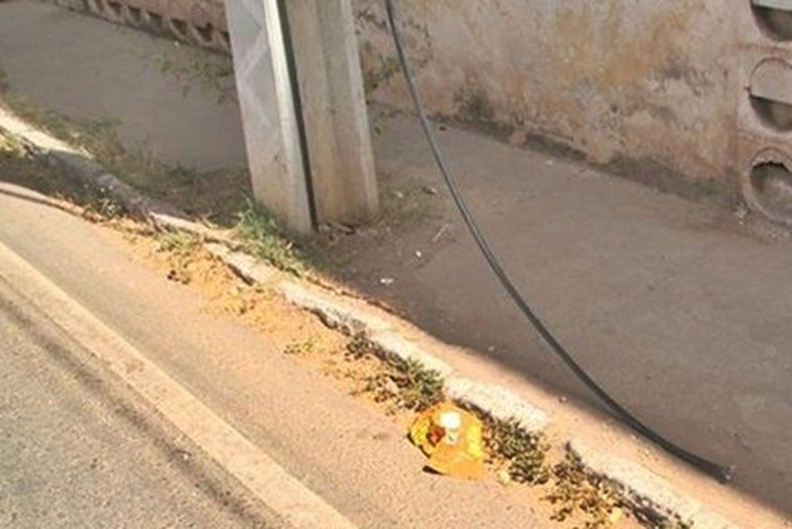 furto fio telefone - Ladrão fratura tornozelo após tentar roubar fios de rede telefônica e cair de poste