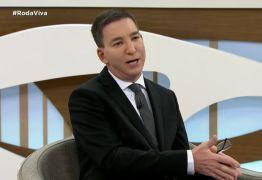 No Roda Viva, Glenn Greenwald explica a jornalistas como funciona o jornalismo
