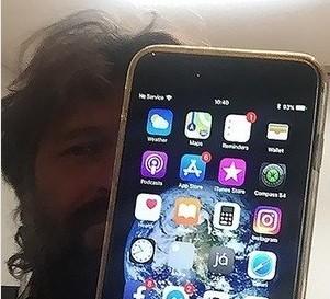iphone - iPhone resiste à queda de avião e continua funcionando após 1 ano; VEJA VÍDEO