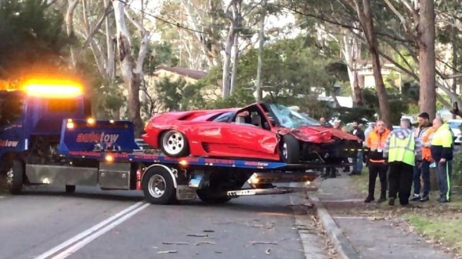 lamborghini diablo e destruida na australia 1568645423643 v2 900x506 - Lamborghini de R$ 2 mi é destruída em batida logo após ser comprada