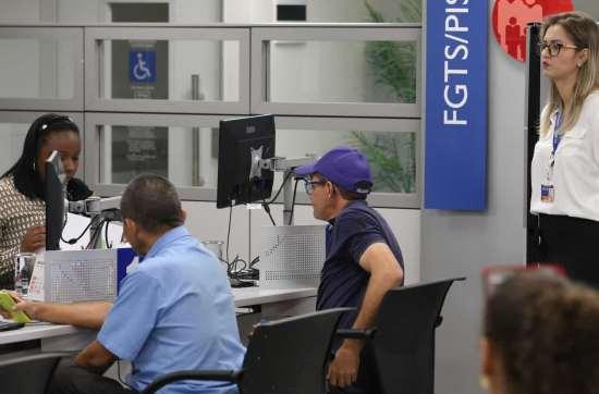naom 5a324ff6e7f0d - Caixa credita quase R$ 5 bi para pagamento do saque imediato do FGTS