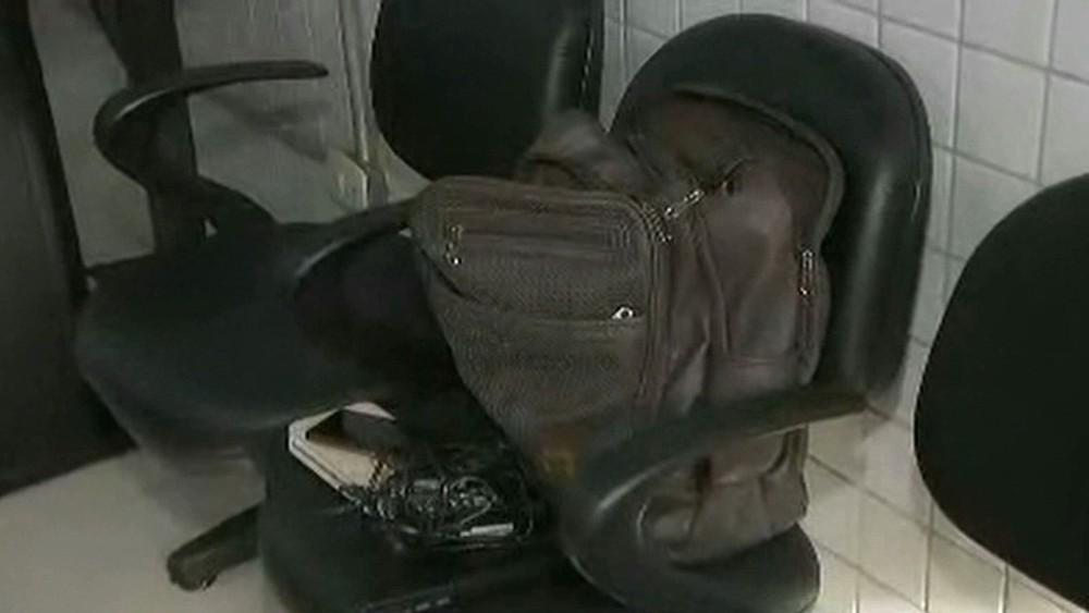 produto roubado em apartamento - EM JOÃO PESSOA: Homem entra em apartamento pela janela e rouba pertences dentro de quarto onde vítimas dormiam
