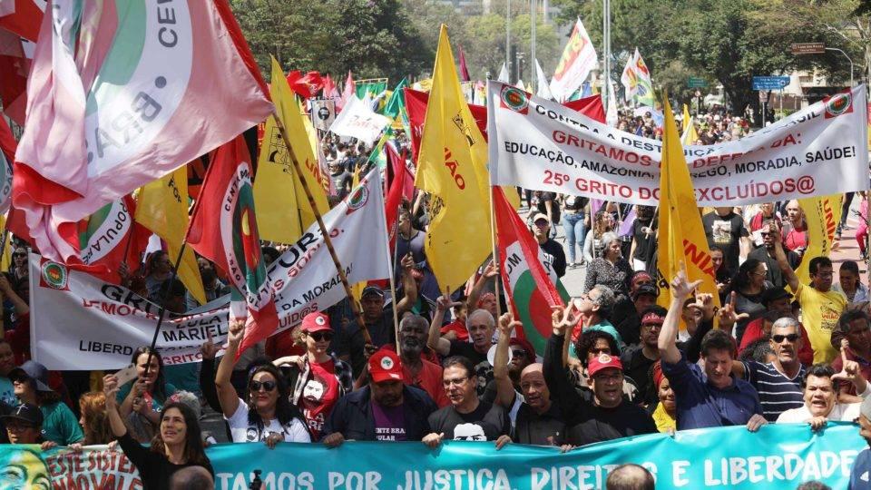 protesto sp 960x540 - De preto e vermelho, manifestações contra Bolsonaro saem às ruas no 7 de setembro