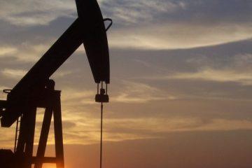 pumpjack 591934 960 720 1200x545 c - Petrobras vai 'controlar' o preço da gasolina até valor do petróleo se acomodar no mercado externo
