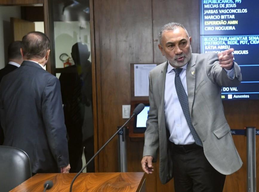telmario 868x644 - Você é ladrão, diz senador a Romero Jucá - VEJA VÍDEO