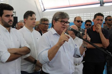 João Azevêdo entrega reforma e ginásio de escola cidadã integral em Cajazeiras