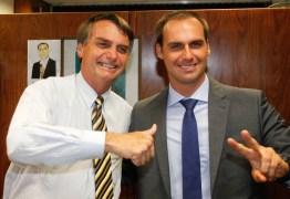 Bolsonaro diz que é Eduardo quem vai decidir se desiste de embaixada ou não