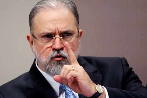 2019 09 25T193958Z 1 LYNXMPEF8O1Y2 RTROPTP 4 BRAZIL POLITICS 1 300x200 - Augusto Aras defende aprofundamento em investigações sobre facada de Bolsonaro