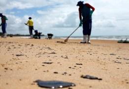 Mais de 4,3 toneladas de óleo já foram retiradas das praias nordestinas
