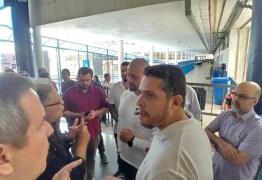 Deputados do PSL invadem escola pública para fazer 'vistoria' – VEJA VÍDEO
