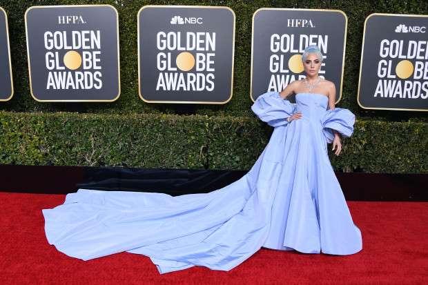 AAJzZ8h - Vestido usado por Lady Gaga no Globo de Ouro 2019 vira caso de polícia