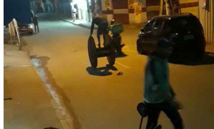 Capturar 19 - Imagens fortes: homem cai de carretilha de madeira e explode granada que estava no bolso - VEJA VÍDEO