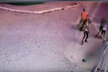 Capturar 31 - Homem é executado com vários tiros na frente de duas crianças e câmera de segurança filma tudo: VEJA VÍDEO