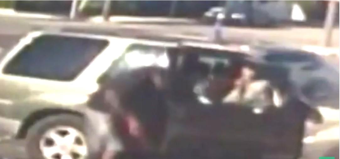 Capturar 9 - Pai é preso após bater 35 vezes em filho de 3 anos com cabo de energia - VEJA VÍDEO