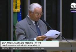 Frei Anastácio critica 'militarização' das escolas em discurso na Câmara; VEJA VÍDEO