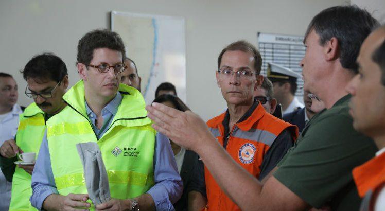 Ricardo Salles e o secretário José Bertotti trocam farpas durante reunião sobre vazamento de óleo no Nordeste