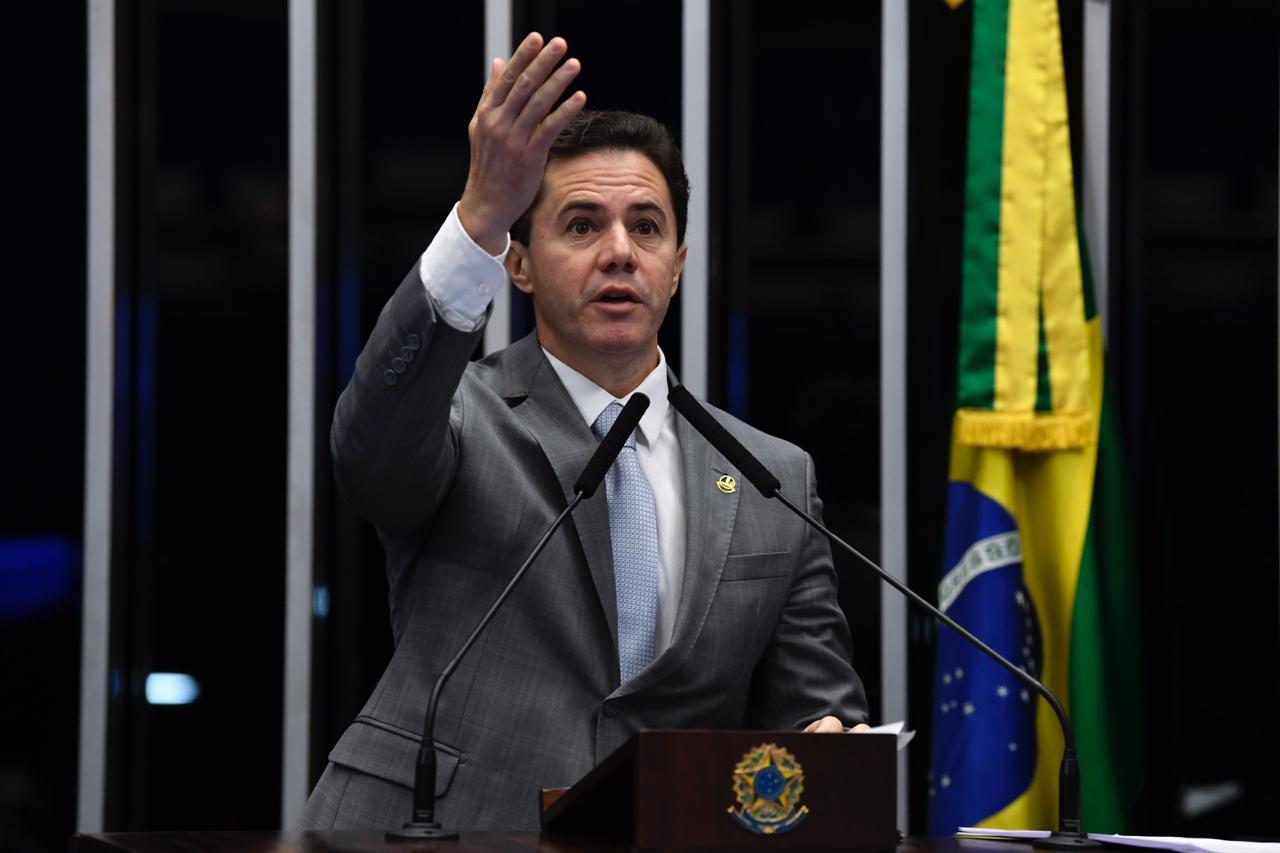 WhatsApp Image 2019 10 17 at 21.55.02 - Senador Veneziano critica medidas do governo federal que afetam a Educação no Brasil