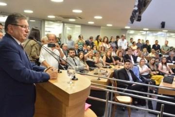 WhatsApp Image 2019 10 21 at 5.44.59 PM 780x405 - Em sessão conjunta, Adriano Galdino recebe cidadania pessoense e medalha Epitácio Pessoa