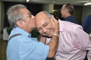 WhatsApp Image 2019 10 22 at 19.35.31 300x199 - Empresário José Nello Zerinho faz aniversário e, recebe homenagem do Padre Albeni; confira