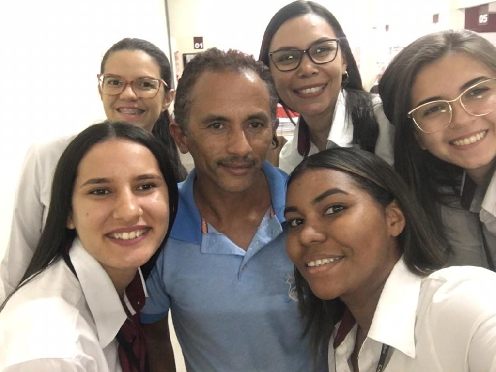 a737253f 7638 4b48 b41c 099fe84c8f80 1024x768 - TÁ NA BOCA DO POVO: 'Caneta Azul, Azul Caneta' conquistou famosos e virou hit no Brasil  - VEJA VÍDEOS