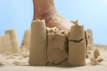 artigo 72820 - A fragilidade dos castelos de areia - Por Rui Leitão