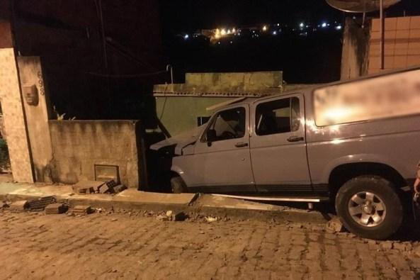 atropelamento areia 300x200 - FORAGIDO: Motorista suspeito de atropelar cinco pessoas da mesma família dentro de casa não comparece em delegacia para depor
