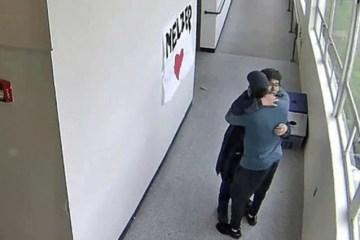 coach disarms student 813x425 - Professor abraça aluno armado e evita tragédia em escola: VEJA VÍDEO