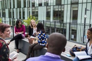 escola de negocios da universidade de kingston 1571251321424 v2 750x421 - QUER ESTUDAR FORA? Confira a lista de universidades que aceitam nota do Enem