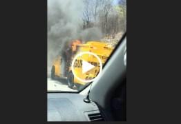 INCÊNDIO NA ESTRADA: Carro forte pega fogo em Itaporanga e assusta moradores – VEJA VÍDEO