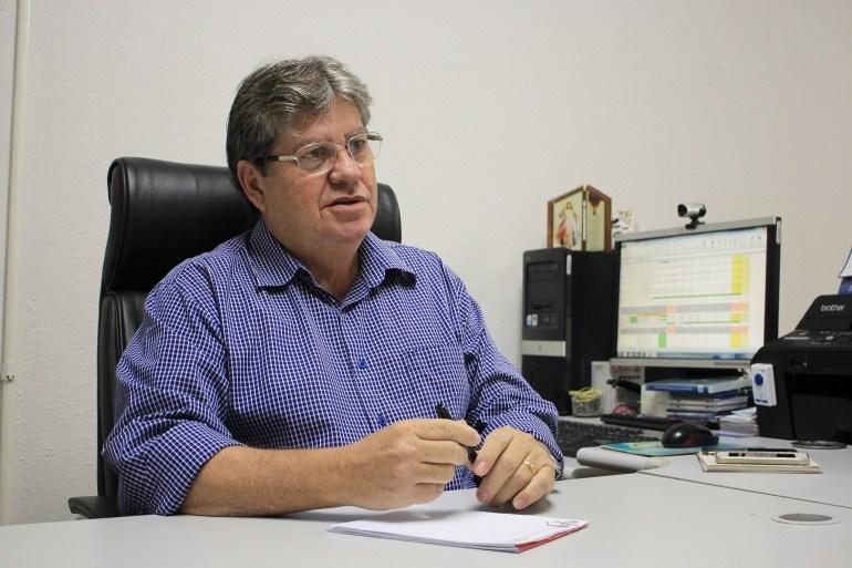 joao azevedo2 foto walla santos - João Azevêdo e governadores do Nordeste assinam carta em solidariedade a Paulo Câmara