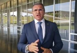Julian Lemos manda mensagem solidária a Bolsonaro: 'Não vou concordar com esse teatro' – VEJA VÍDEO