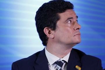 moro disfarçando - VAZA JATO: Moro direcionava operações da PF sem a solicitação do Ministério Público