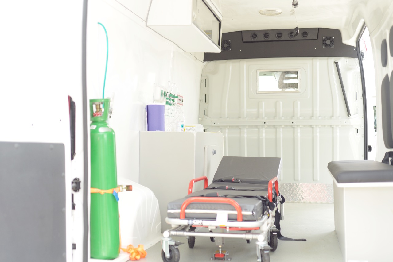 nova ambulancia - Prefeitura entrega nova ambulância e reafirma o compromisso com a saúde de Bayeux