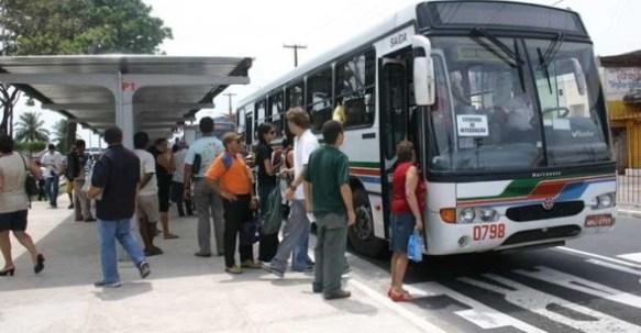 onibus.pg  300x156 - Motoristas de transportes coletivos fazem paralisação nesta segunda em João Pessoa