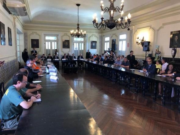prefeitos - DE OLHO NO ÓLEO: Governador, prefeitos, Sudema, Ibama, Exército e Capitania dos Portos integram força conjunta para monitorar manchas no litoral