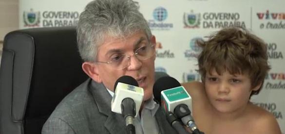 ricardo henri - Juiz libera viagem de Ricardo Coutinho com filho para à Espanha