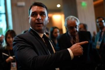 15741284045dd34b1425a8b 1574128404 3x2 lg - CASO COAF: Decisão do Supremo ameaça caso Queiroz, mas não livra Bolsonaros