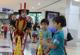 Clientes, funcionários e lojistas comemoraram 30 anos do Manaira Shopping com dia de festa