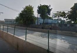 Estudante faz professora refém usando granada em escola
