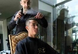 CENÁRIO MACABRO: Cabeleireiro de Cristiano Ronaldo é achado morto a facadas em hotel