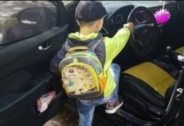 Mulher mostra o filho de 6 anos dirigindo carro a cerca de 130km/h