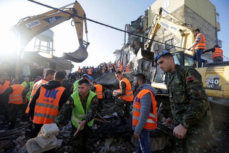 2019 11 26t075028z 1501291162 rc2vid9iofg6 rtrmadp 3 albania quake2 - Terremoto atinge a Albânia e mata pelo menos 6 pessoas