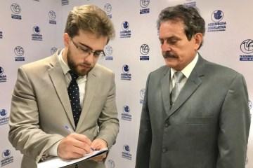 Tião Gomes protocola a CPI dos Cartórios com 12 assinaturas
