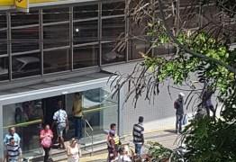 Após protestos em frente ao Banco do Brasil; secretaria diz que contemplados do Aluízio Campos com pendência no contrato ainda não podem se mudar
