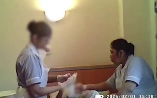 8f3sn5jlvpaagj2s1maot6285 - Cuidadoras são presas após serem flagradas agredindo idosa de 94 anos; VEJA VÍDEO